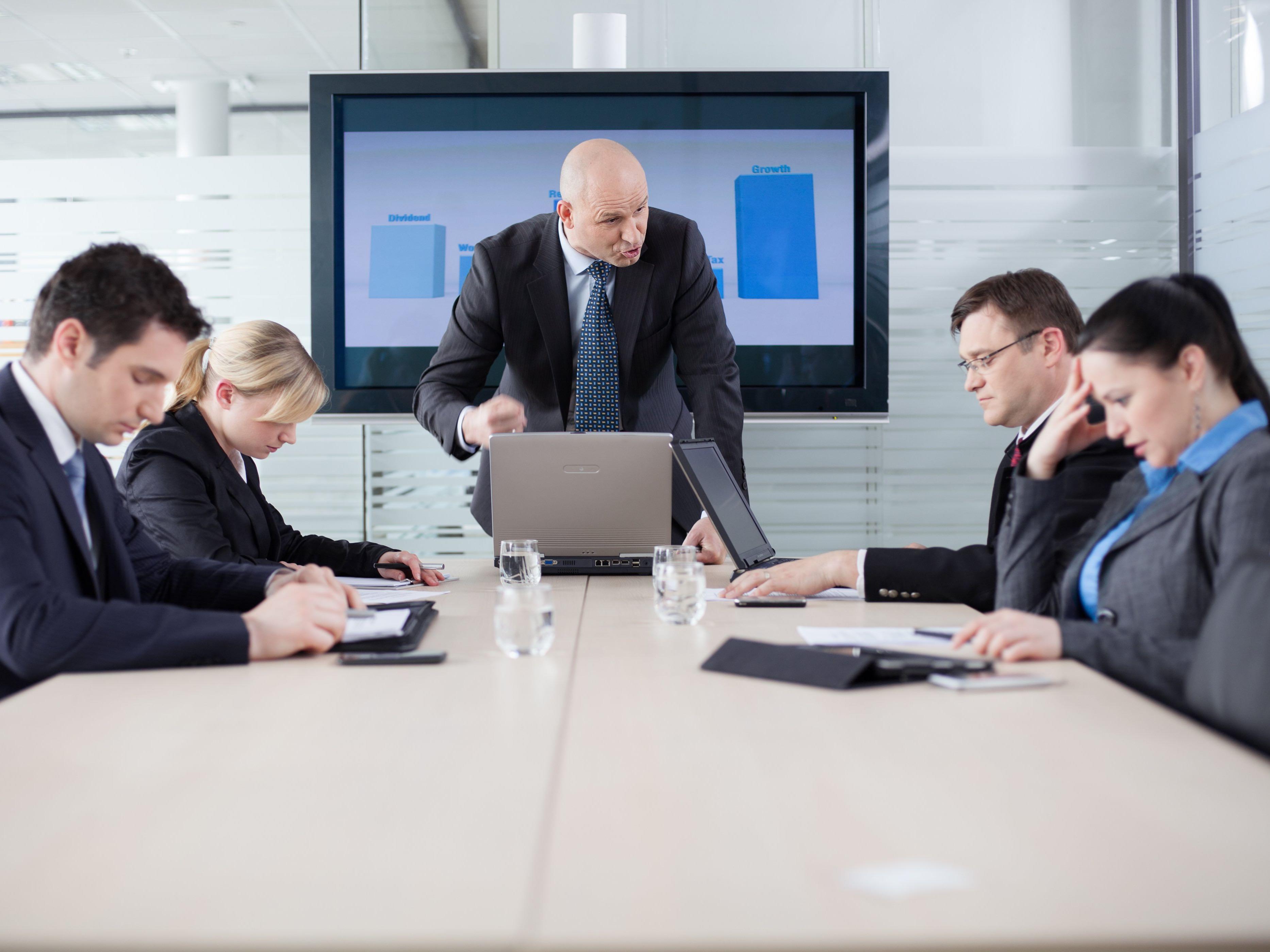 Kaj je trpinčenje na delovnem mestu?